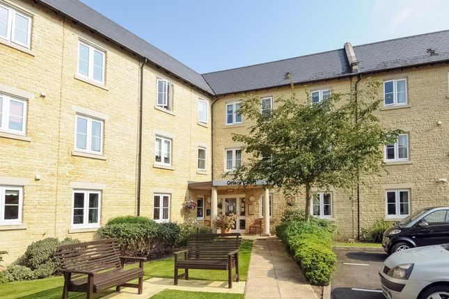 Thumbnail Flat for sale in Otters Court, Witney