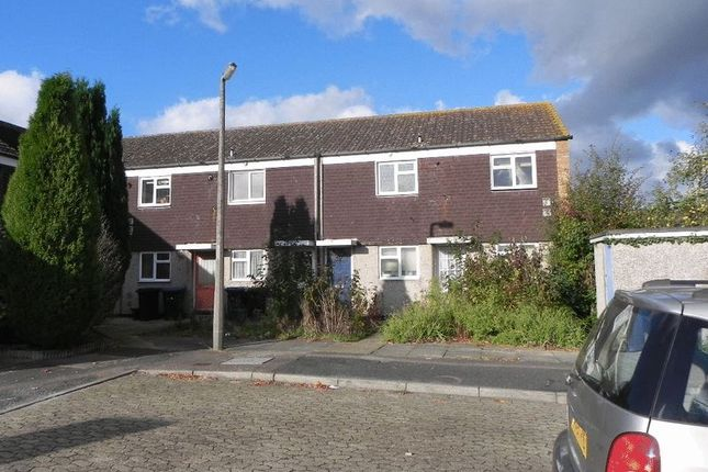Thumbnail Flat for sale in Seymours, Harlow