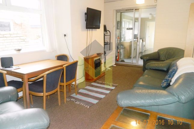 Terraced house to rent in Guildford Place, Heaton