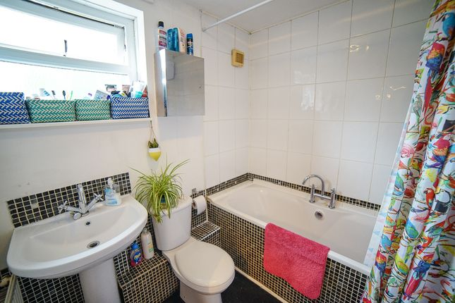Bathroom of Cottingley Crescent, Cottingley LS11