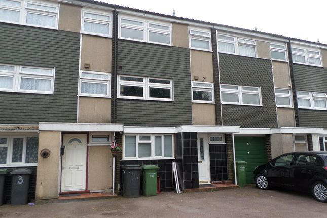 Thumbnail Town house to rent in Axe Close, Luton