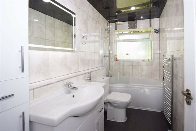 Thumbnail Room to rent in Stamford Close, Harrow, Middlesex