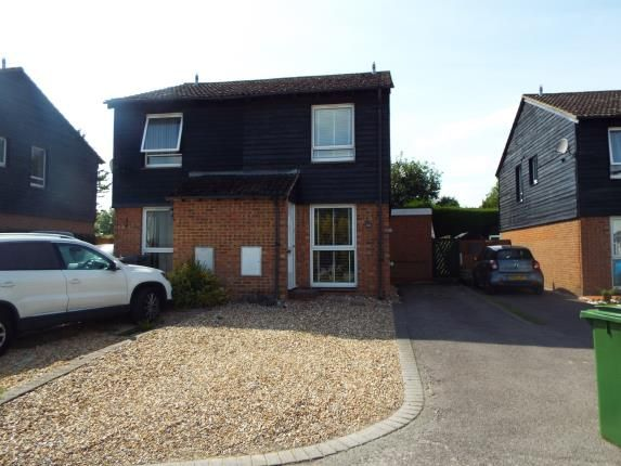 Front of Weyhill Close, Tadley RG26