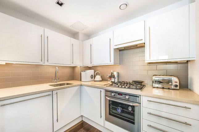 Thumbnail Property to rent in Slingsby Place, St Martin's Courtyard
