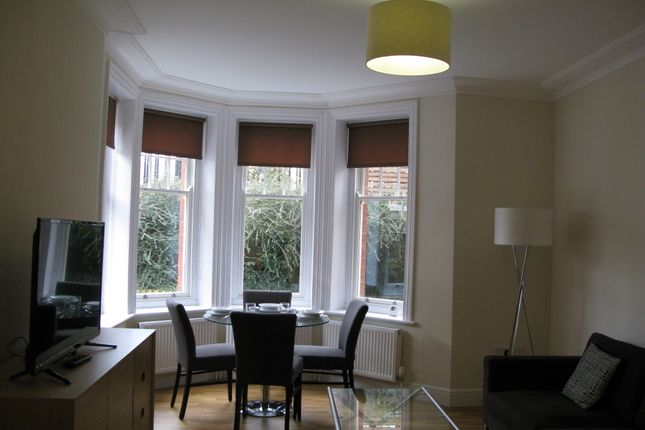 1 bed flat to rent in Hamlet Gardens, Ravenscourt Park, Hammersmith