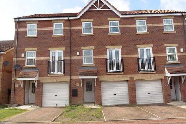 Thumbnail Town house to rent in Evans Court, Armthorpe, Doncaster