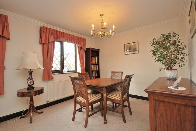 Picture No. 32 of Lady Heton Close, Mirfield, West Yorkshire WF14