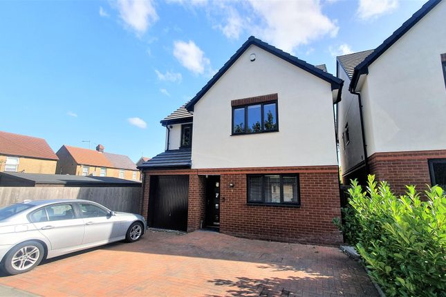 Thumbnail Detached house to rent in Aubrey Close, Dunstable