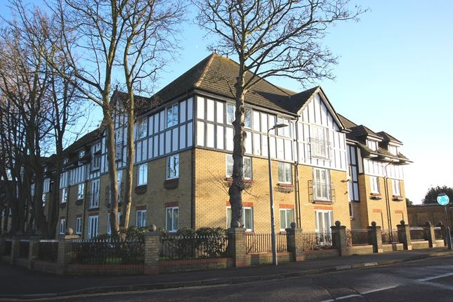 2 bed flat to rent in Barnstaple Road, Southend-On-Sea