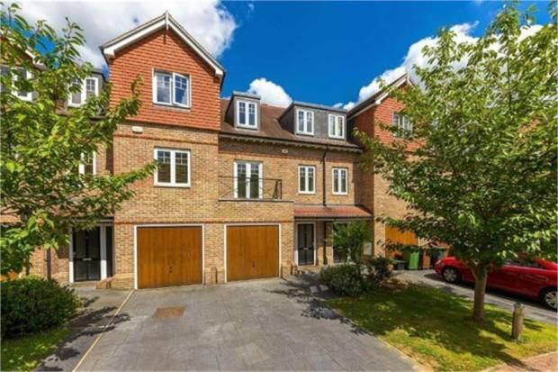 Thumbnail Terraced house to rent in Highbridge Close, Radlett, Hertfordshire