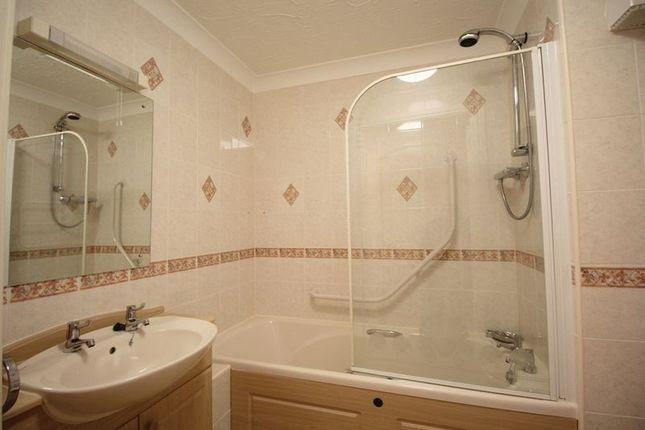 Bathroom of Cwrt Beaufort, Swansea SA3