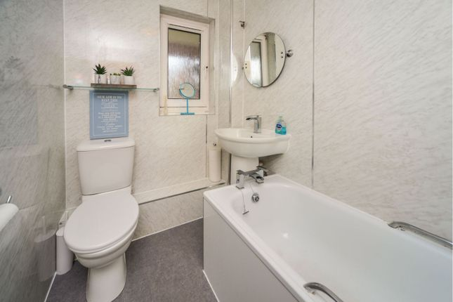 Family Bathroom of Magdalene Drive, Edinburgh EH15