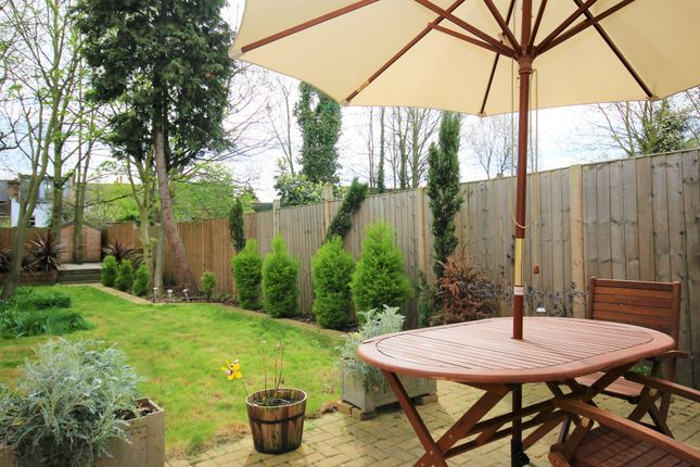 Terraced house to rent in Hornsey Park Road, London