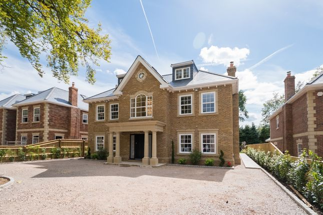 Thumbnail Detached house to rent in Fulmer Drive, Gerrards Cross