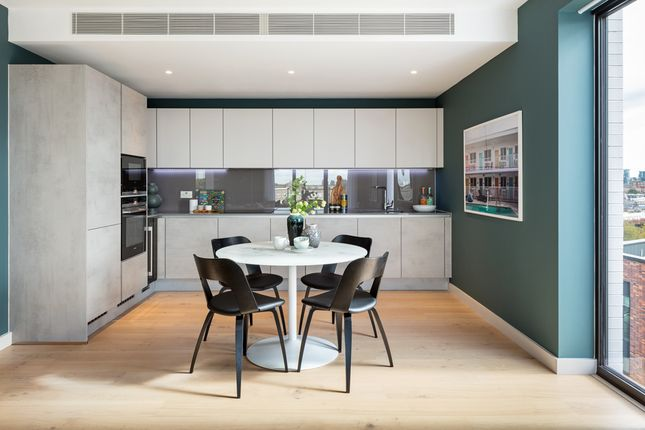Thumbnail Flat for sale in Sutherland Street, London