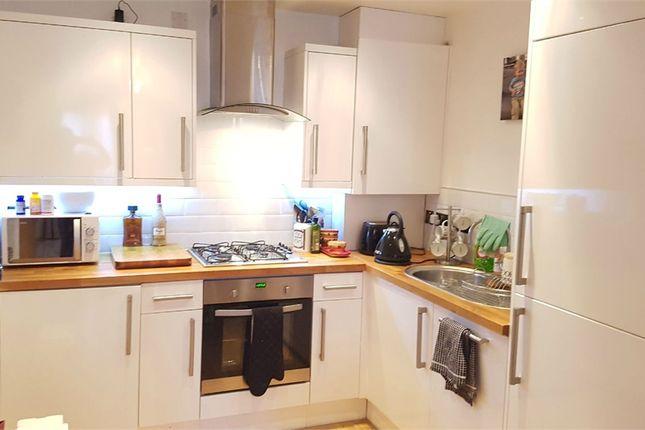 Thumbnail Flat to rent in Woodside Green, Woodside, Croydon