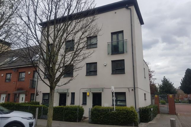 Thumbnail Town house to rent in Broughton Lane, Salford