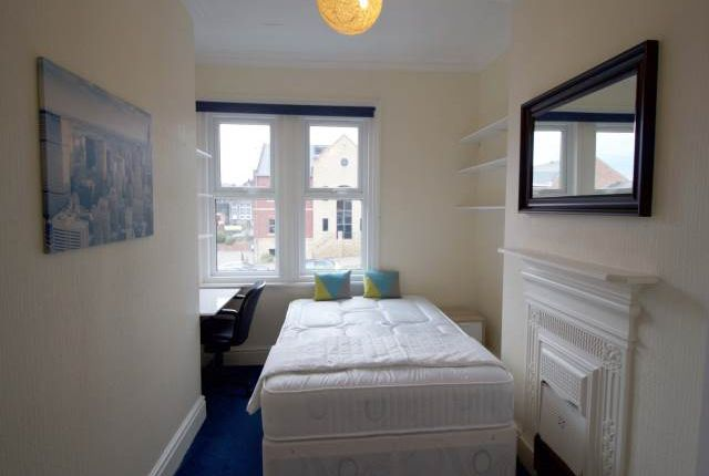 Thumbnail Shared accommodation to rent in Sunnybank Avenue, Horsforth, Leeds