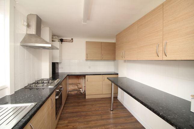 Thumbnail Terraced house to rent in Wragby Road, Scunthorpe