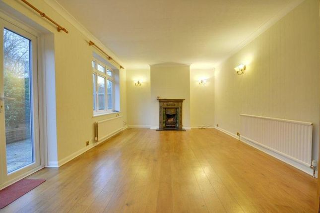 Thumbnail Flat to rent in Norman Crescent, Pinner, Middlesex