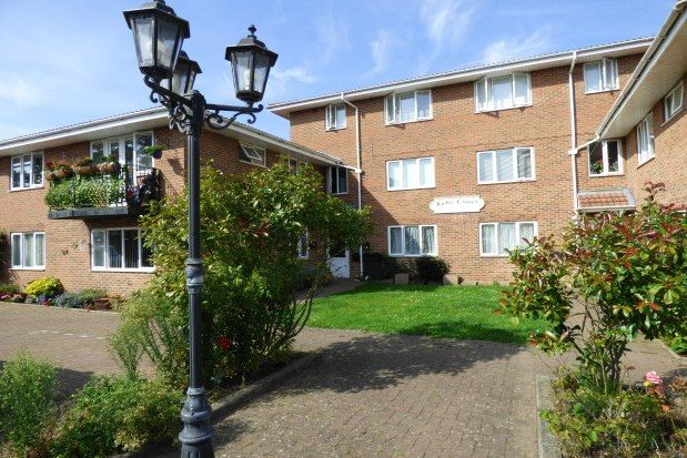 2 bed flat to rent in Ruby Court, Leigh-On-Sea SS9