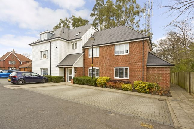 1 bed flat to rent in Breakspear Gardens, Beare Green, Dorking RH5