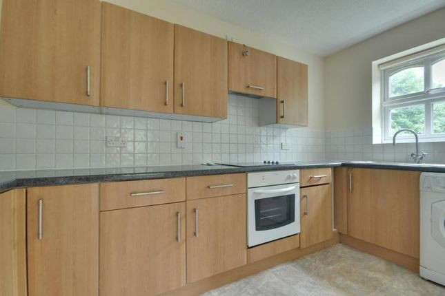 Thumbnail Flat to rent in Goulds Green, Hillingdon, Middlesex