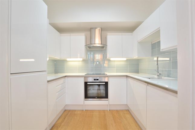 Thumbnail Flat to rent in Leinster Mews, Barnet, Herts