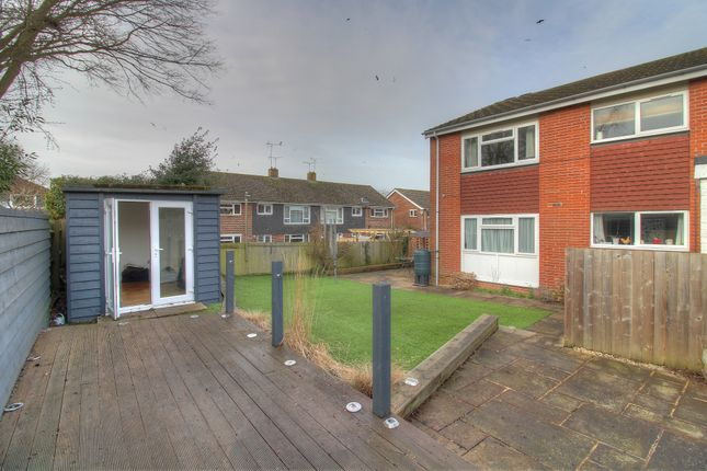 2 bed flat for sale in Robertson Road, Alresford SO24