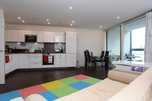 2 bed flat to rent in Ontario Point, Maple Quay