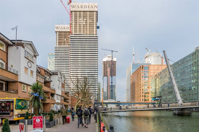 Thumbnail Flat for sale in East Tower, Canary Wharf