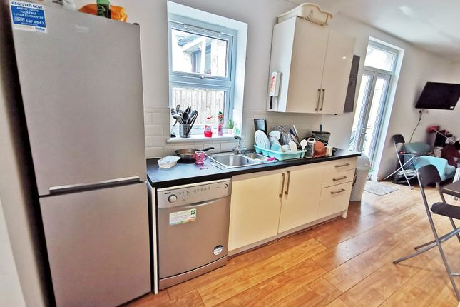 Kitchenlounge_B of Mackintosh Place, Roath, Cardiff CF24