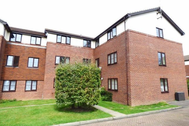 1 bed flat to rent in Firle Court, Yeomanry Close, Epsom KT17