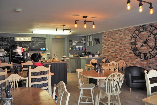 Thumbnail Restaurant/cafe for sale in Cafe & Sandwich Bars YO43, Market Weighton, East Yorkshire