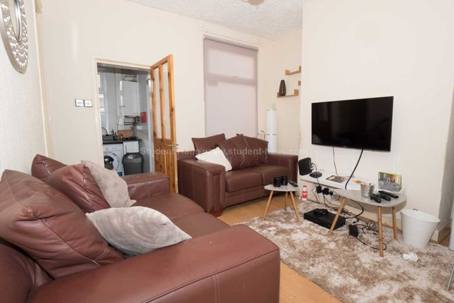 3 bed detached house to rent in Gerald Road, Salford
