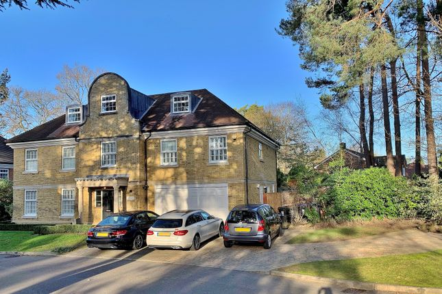 Thumbnail Detached house to rent in White Pillars, Holly Bank Road, Hook Heath, Woking