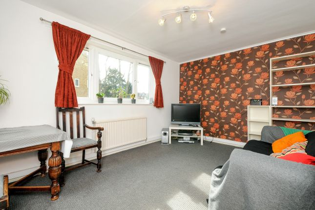 Thumbnail Flat for sale in The Alders, Streatham