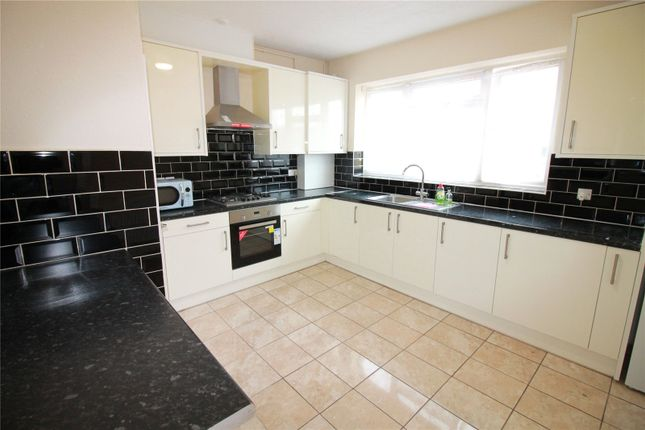 Flat to rent in Yeading Lane, Northolt