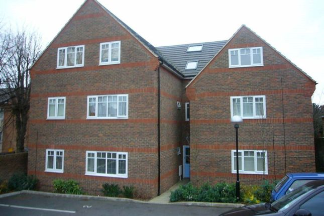 Thumbnail Flat to rent in Farley Hill, Luton