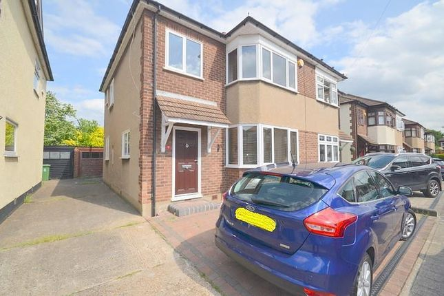 3 bed property to rent in Franmil Road, Hornchurch RM12