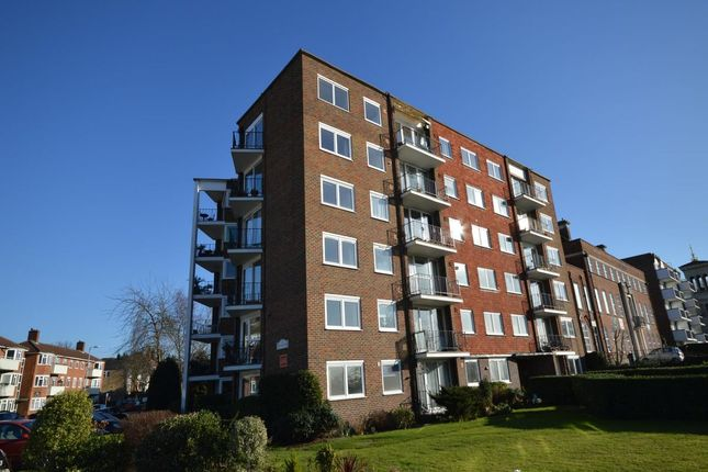 Thumbnail Flat to rent in Portsmouth Rd, Kingston