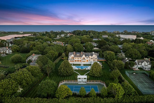 Thumbnail Country house for sale in 63 Duck Pond Ln, Southampton, Ny 11968, Usa