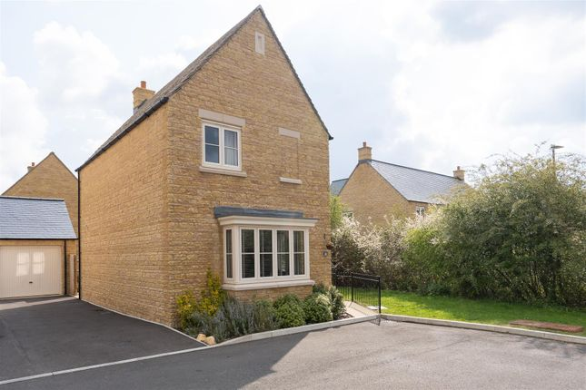 Thumbnail Detached house for sale in Robin Close, Bourton On The Water, Cheltenham