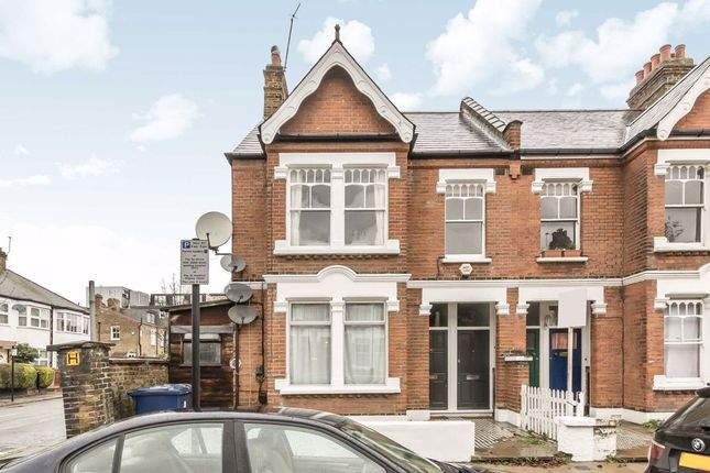 3 bed flat to rent in Jeddo Road, London W12