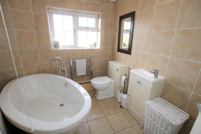 Bathroom of Main Street, North Carlton, Lincoln LN1