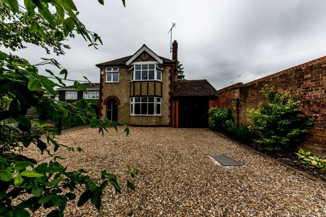 Thumbnail Detached house for sale in Whitehill Road, Hitchin