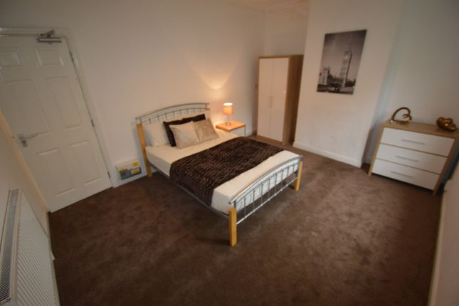 Thumbnail Shared accommodation to rent in Burton Road, Derby