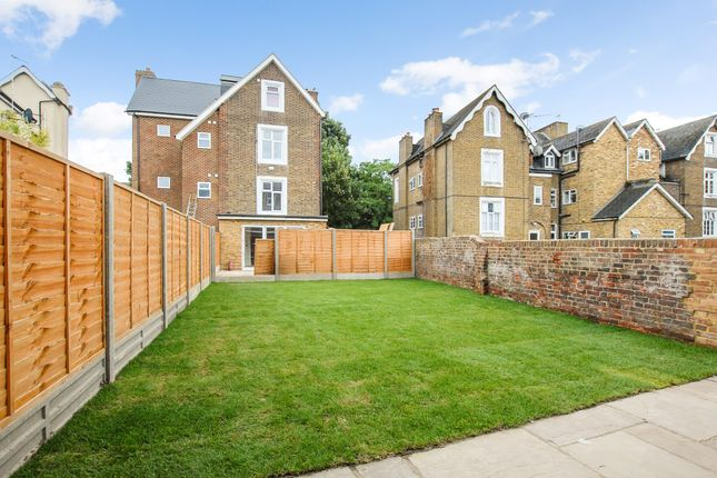 Thumbnail Town house for sale in Arborfield Close, Slough