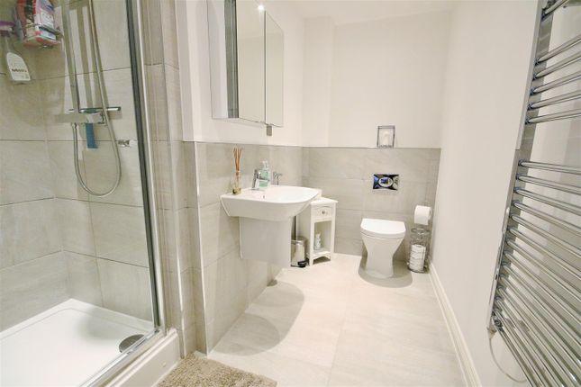 En-Suite of Queens Road, Frinton-On-Sea CO13