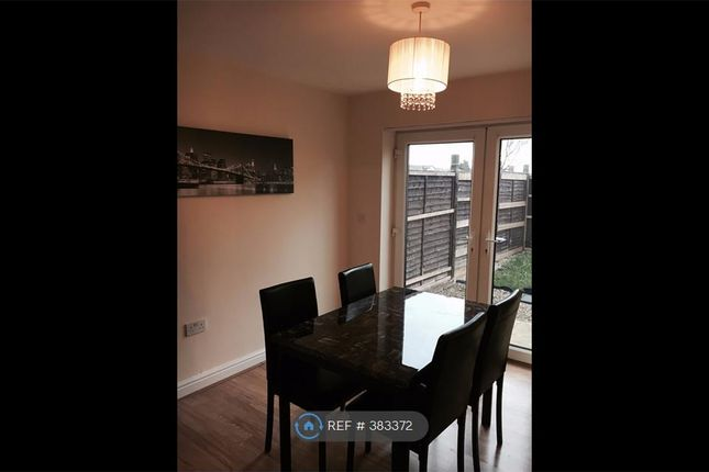 Thumbnail Room to rent in St Johns Close, Bradford
